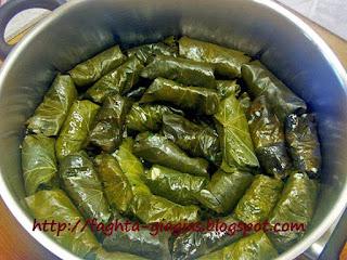 Ντολμαδάκια γιαλαντζί με αμπελόφυλλα - από «Τα φαγητά της γιαγιάς»