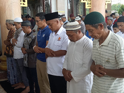 Cawapres Sandiaga Uno Sholat Jum'at di Matani Minsel