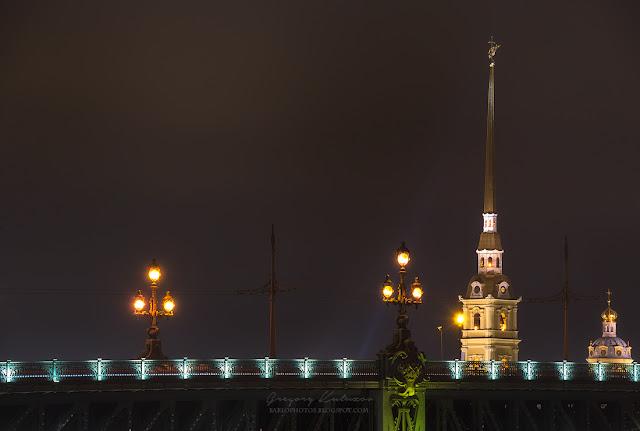 Вид на Петропавловский собор со стороны Троицкого моста. Санкт-Петербург