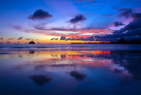 Pesona sunset di Pantai Selong Belanak