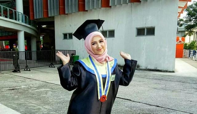 Ini Dia Mahasiswi Cantik Asal Barru yang Menjadi Wisudawan Termuda UNM