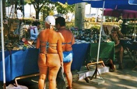 Ποια βγήκε με αυτό το μαγιό στην παραλία;;; Την αναγνωρίζετε;