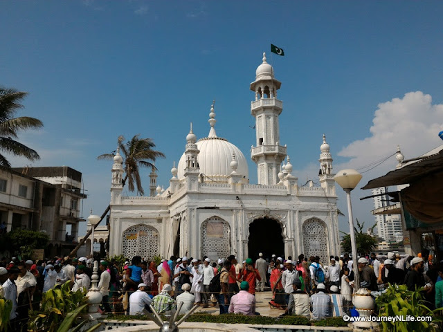 The Ideal Sufi shrine of Mumbai, Haji Ali Dargah!