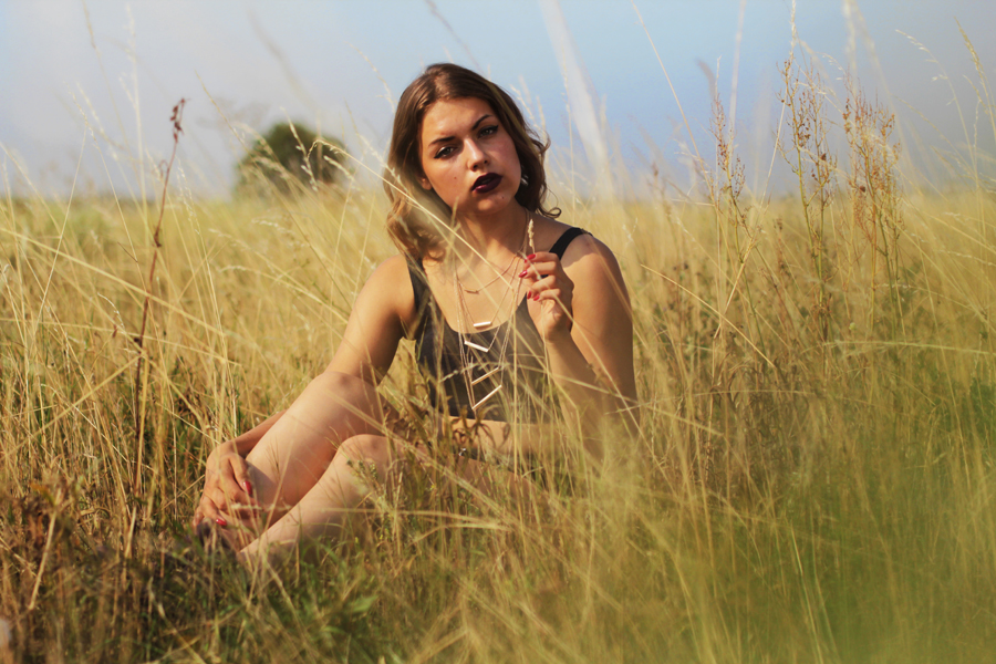 summer tumblr inspo girl