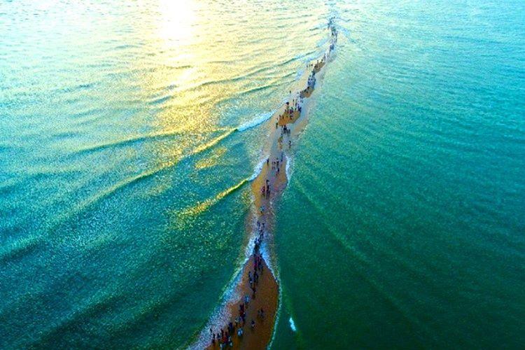 Kreala'yı vuran ve büyük ölçüde tahrip edici olan sel faciası hemen hemen bütün bölgeyi sular altında bıraktı.
