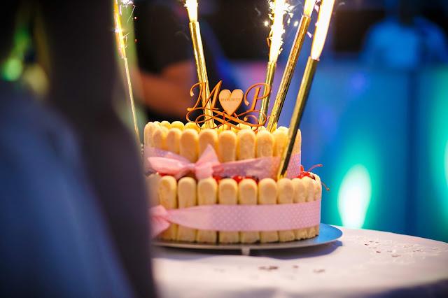 tort weselny, inicjały ślubne,topper na tort, monogramy, monogramyślubne, dekoracja tortu, tort weselny