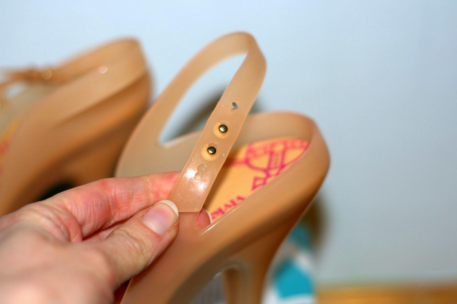 jak wygląda oryginalne zapięcie w butach Melissa