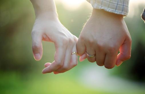 Awalnya Dia Pilihan Ayahku, Namun Karena Allah Aku Bisa Mencintainya Sebagai Suamiku