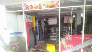 Minimarket di Penjaringan Jakarta Utara yang dirusak dan dijarah