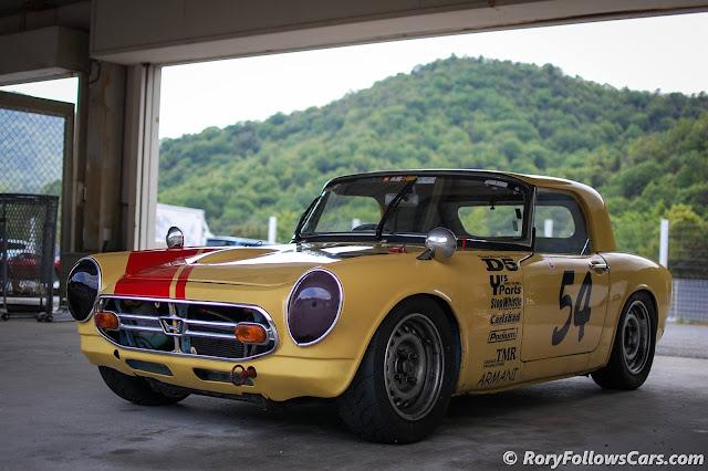 Honda S800, klasyczne sportowe samochody, dawne auta, stara motoryzacja
