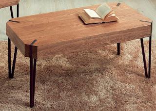 mesa de centro baja en madera y forja industrial actual