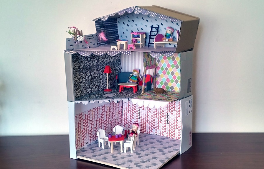 zabawki z kartonu, domek dla lalek z kartonu, zabawki DIY, tanie zabawki