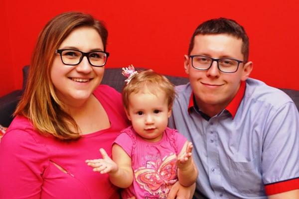 Roczniak z rodzicami - rodzinne zdjęcie