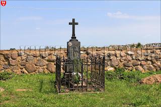 Костел святых Петра и Павла в Камне. Могилы ксендзов