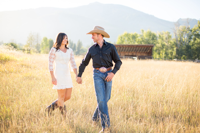 Montana Engagement Session Stella Kelsie Photography @stellakelsiemt / #montanabridemag