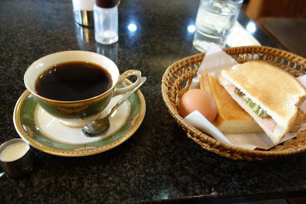 モーニング (コーヒーとハムトースト・ゆでたまごのセット)