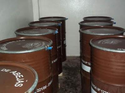 Στην Αργεντινή που μειώθηκαν οι εξαγωγές μελιού μόλις για έναν μήνα ανησυχούν και ψάχνουν τι φταίει: Στην Ελλάδα που δεν υπάρχουν καθόλου εξαγωγές σφυρίζουμε αδιάφορα... Διαβάστε τι φταίει