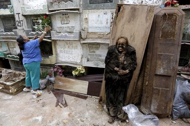 Los limpiadores de tumbas de Guatemala