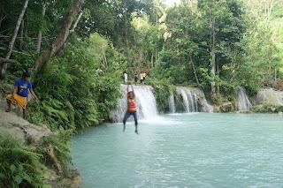 Vine swinging at Cambugahay Falls