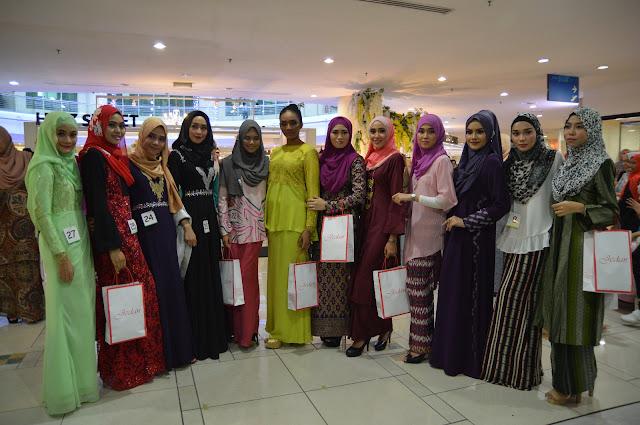 12 peserta yang berjaya ke peringat akhir Pencarian Wajah Jameela Street SACC Mall Shah Alam