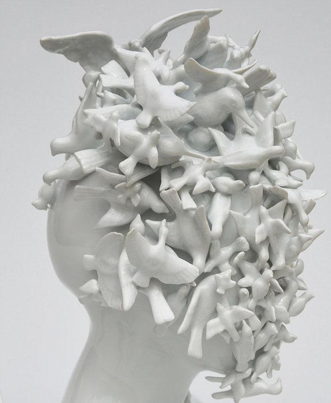 Formas femeninas de porcelana que desdibujan la línea entre los humanos y la naturaleza por Juliette Clovis