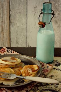 http://www.everydaycooking.pl/2013/02/bananowe-pancakes-z-sosem-fistaszkowym.html