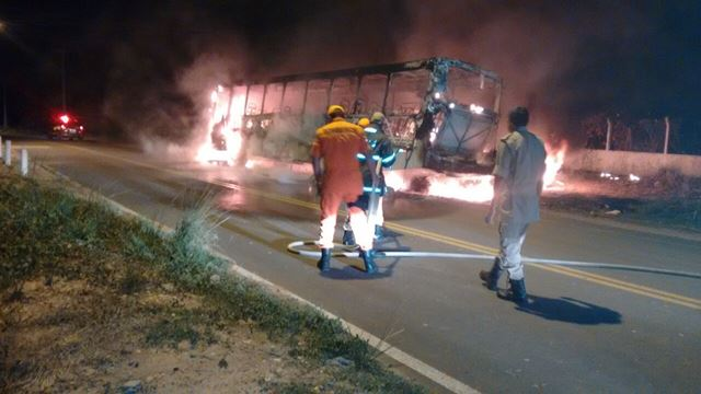 Ônibus são incendiados em SLZ e Imperatriz