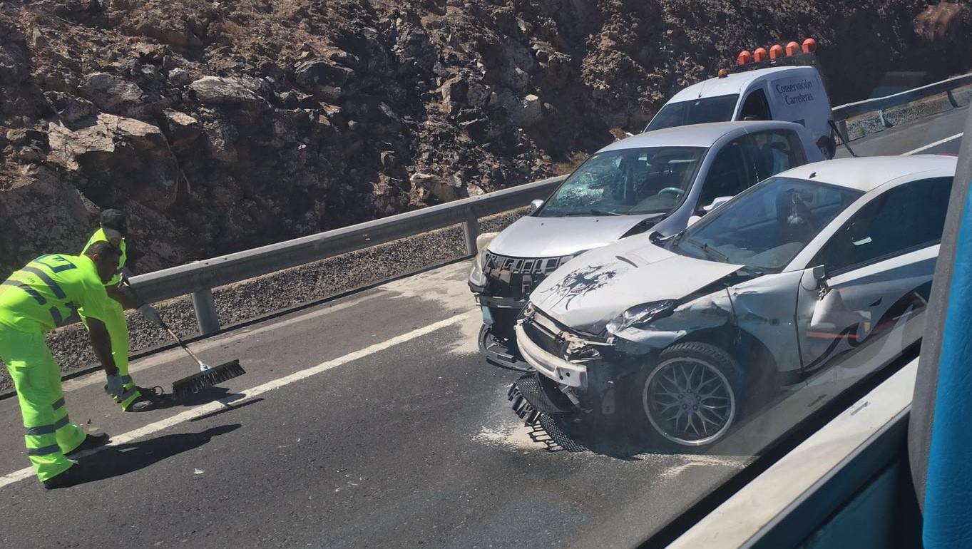 Accidente por alcance entre tres veh culos en la autopista - Gran canaria tv com ...