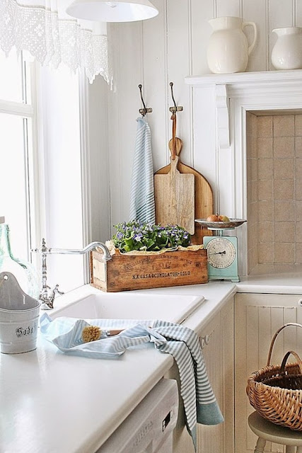 Chic Country Style Kitchens 11