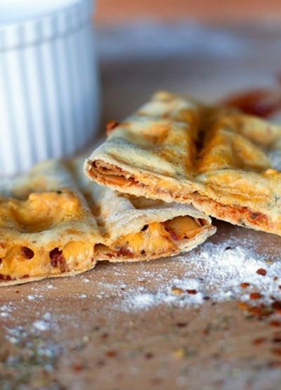 Pizza Waffles Easy Vegan Recipe. Foto: The Edgy Veg