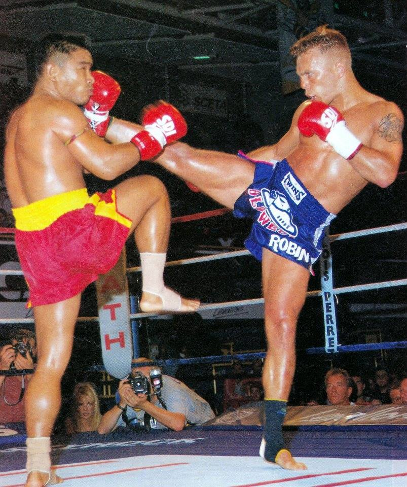 Coban vs Ramon Dekkers. Dekkers was considered a pioneer for foreigners fighing in Thailand.