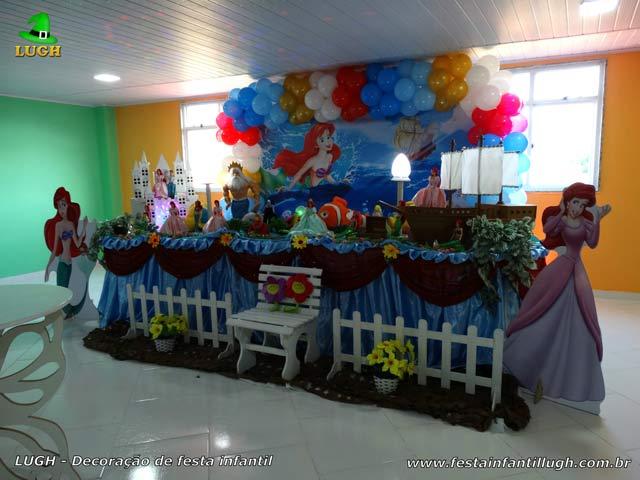 Decoração tema de festa A Pequena Sereia para aniversário infantil - Tradicional forrada com toalhas de tecido em cetim