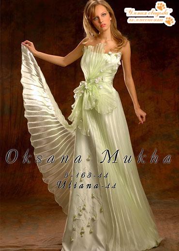 63d75bb1eba1345 Юлиана от Оксаны Мухи куплено за 25 000 руб., продаю за 10 000 руб. ПРОКАТ  5 000 руб. Платье цвета весенней зелени,украшено гафрированным узором и  цветами ...