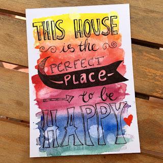 Selbst gemalte Postkarte mit Regenbogen-Aquarell und Handlettering