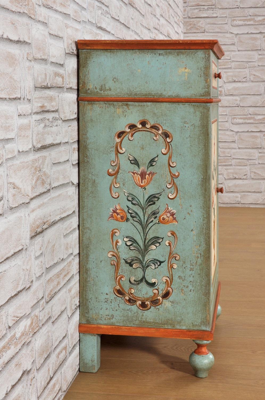 Coppia di pregiati comodini decorati in stile tirolese del for Mobili stilizzati