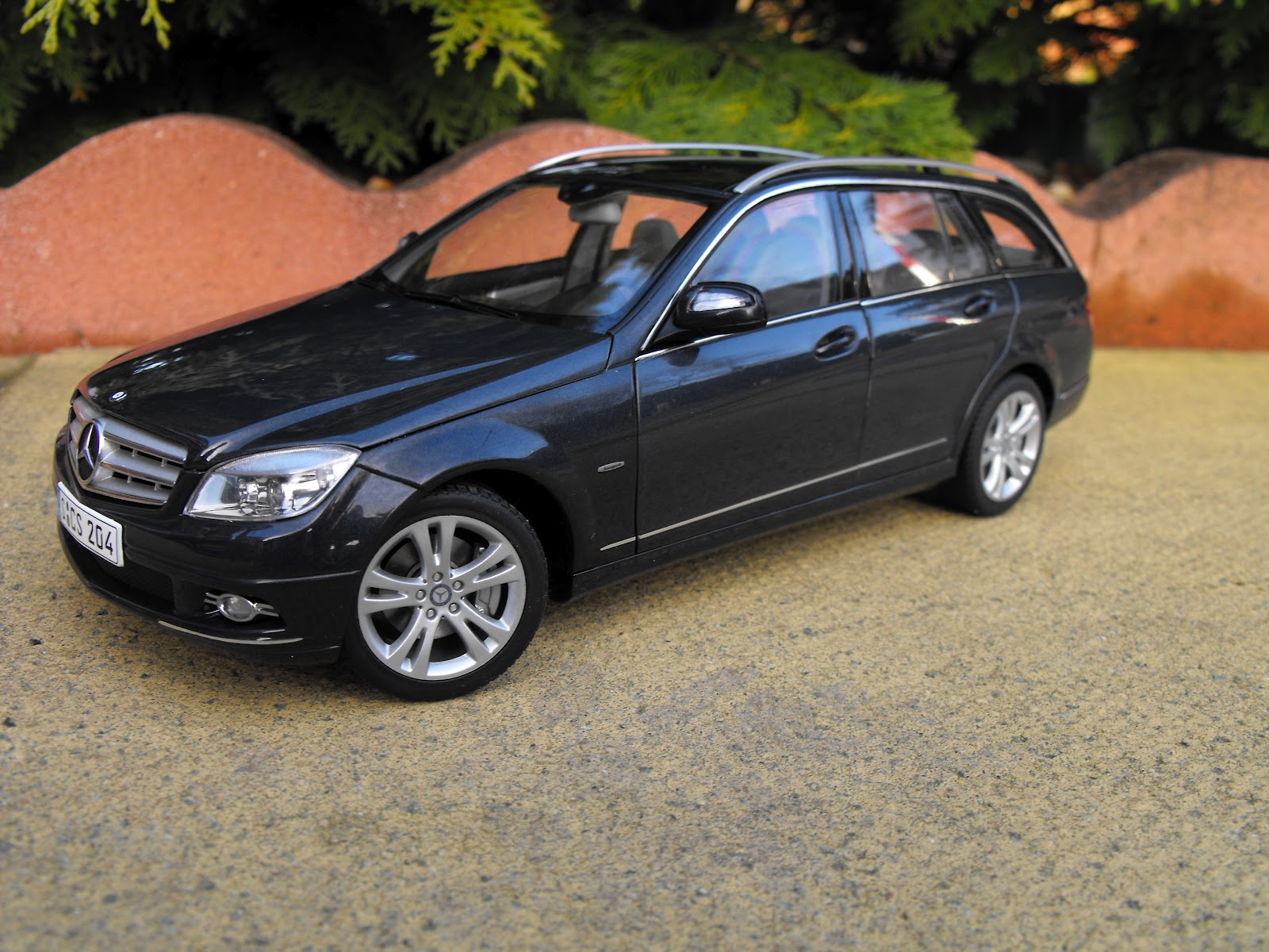 Diecast passion mercedes benz c class t w204 for Diecast mercedes benz