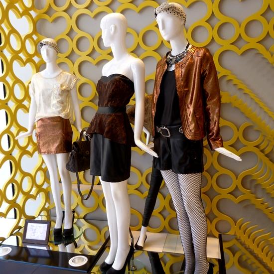 473dbfe05 Neste inverno, não dá pra fazer a coleção sem incluir metalizados. Tem na  Chocoleite, em saias, jaquetas, blusas. E tem muito mais. Take a look.