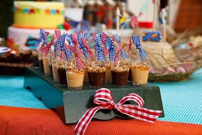 festa junina arraia arraial junino mesa guloseima comida decoração diy ideia dica arrumar arrumação diferente gourmet elegante bonito doce leite