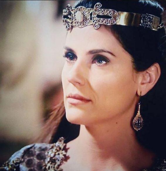Rainha A terra prometida, coroa
