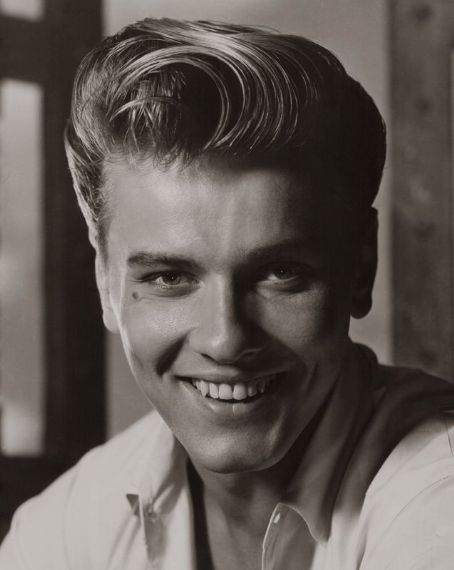Kenneth In The 212 Actor Richard Davalos Is Dead At 85