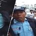 Traffic Enforcer, ipinarada sa daan na nakapusas matapos mahuling nangongotong