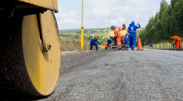 Prefeitura de Sairé realiza operação tapa buracos em parceria com DER