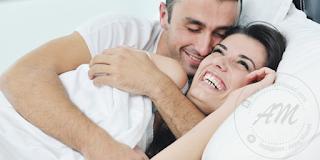 Petua Untuk Meningkatkan Kesuburan | Kesuburan adalah kunci untuk mendapat zuriat bagi suami isteri yang telah berkahwin. Meningkatkan kesuburan adalah saah satu petua untuk menpercepatkan isteri hamil.  Kesuburan bukan bergantung kepada isteri semata-mata tertapi ianya perlu dilakukan bersama-sama. Tidak semua pasangan yang berkahwin terus mendapat zuriat.  Tidak ada mana-mana pasangan yang berkahwin yang tidak ingin zuriat. Antara cepat dan lambat sahaja. Ini semua adalah ujian dariNya. Kita perlu berusaha untuk mendapatkan zuriat keturunan kita.  Persoalan yang selalu di Tanya oleh doctor adalah berapa lama berkahwin? Berapa kerap bersama? Dan pelbagai soalan lagi yang ditanya oleh doctor sakit puan.  Jangan segan jangan malu untuk menyelesaikan masalah kesuburan ini. AM sekali lagi tegaskan, isu kesuburan bukan hanya pada isteri tetapi suami juga harus bersama-sama menghadapi situasi ini.  AM pernah kongsikan Prosedur Untuk Ujian Sperma bagi suami dan juga beberapa petua dan tips untuk meningkatkan tahap kesuburan suami isteri.  Apa yang harus kita lakukan untuk Meningkatkan Kesuburan? Setiap orang ingin untuk meningkatkan kesuburan kepada tahap yang normal. Kesuburan memudahkan isteri untuk hamil dan memiliki zuriat keturunan.  Petua Untuk Meningkatkan Kesuburan.  Kesuburan adalah penanda aras bagi pasangan untuk mendapat zuriat ataupun tidak. Oleh itu, pelbagai petua dan cara telah di ajar oleh orang-orang tua mahupun pakar-pakat yang berkaitan.  AM ingin berkongsi beberapa petua yang boleh diambil untuk meningkatkan tahap kesuburan suami isteri. Antaranya adalah :-  Berat Badan  Isteri disarankan untuk memiliki berat badan ideal untuk memastikan tahap kesuburan di tahap normal. Isteri yang memiliki berat badan rendah (underweight) atau terlebih berat (overweight) lebih sukar untuk hamil.  Kajian yang dibuat pada 2112 wanita yang hamil membuktikan wanita yang mempunyai BMI antara 25-39 (overweight sehingga obesity) menghadapi 2 kali ganda kesukaran untuk hamil