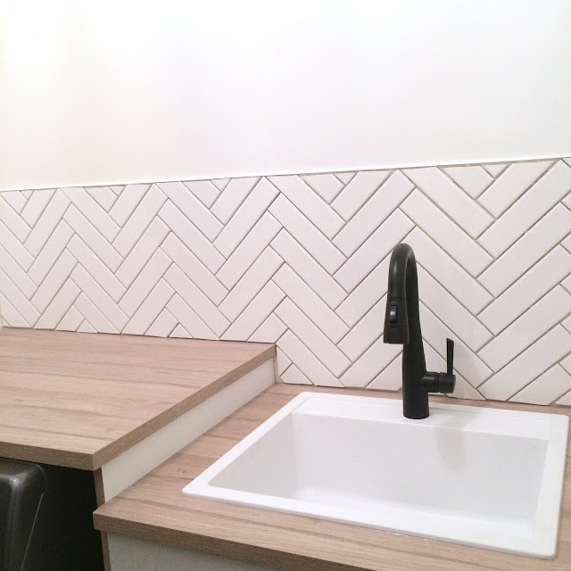 how-to-herringbone-tile-backsplash-harlow-and-thistle-8