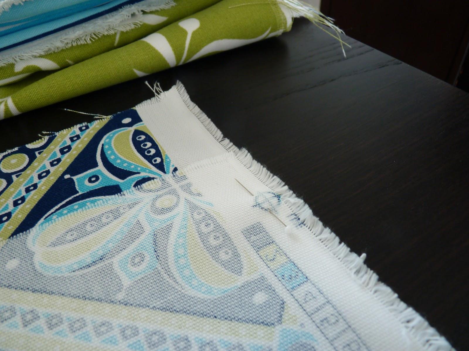 finest tracer la craie la forme de votre coussin pingler votre tissu pour quuil reste bien. Black Bedroom Furniture Sets. Home Design Ideas