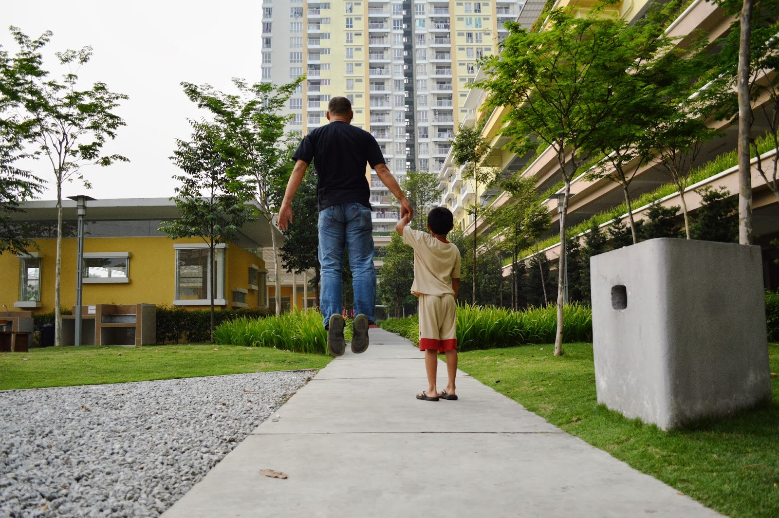 Levitation photo - Hold my hand