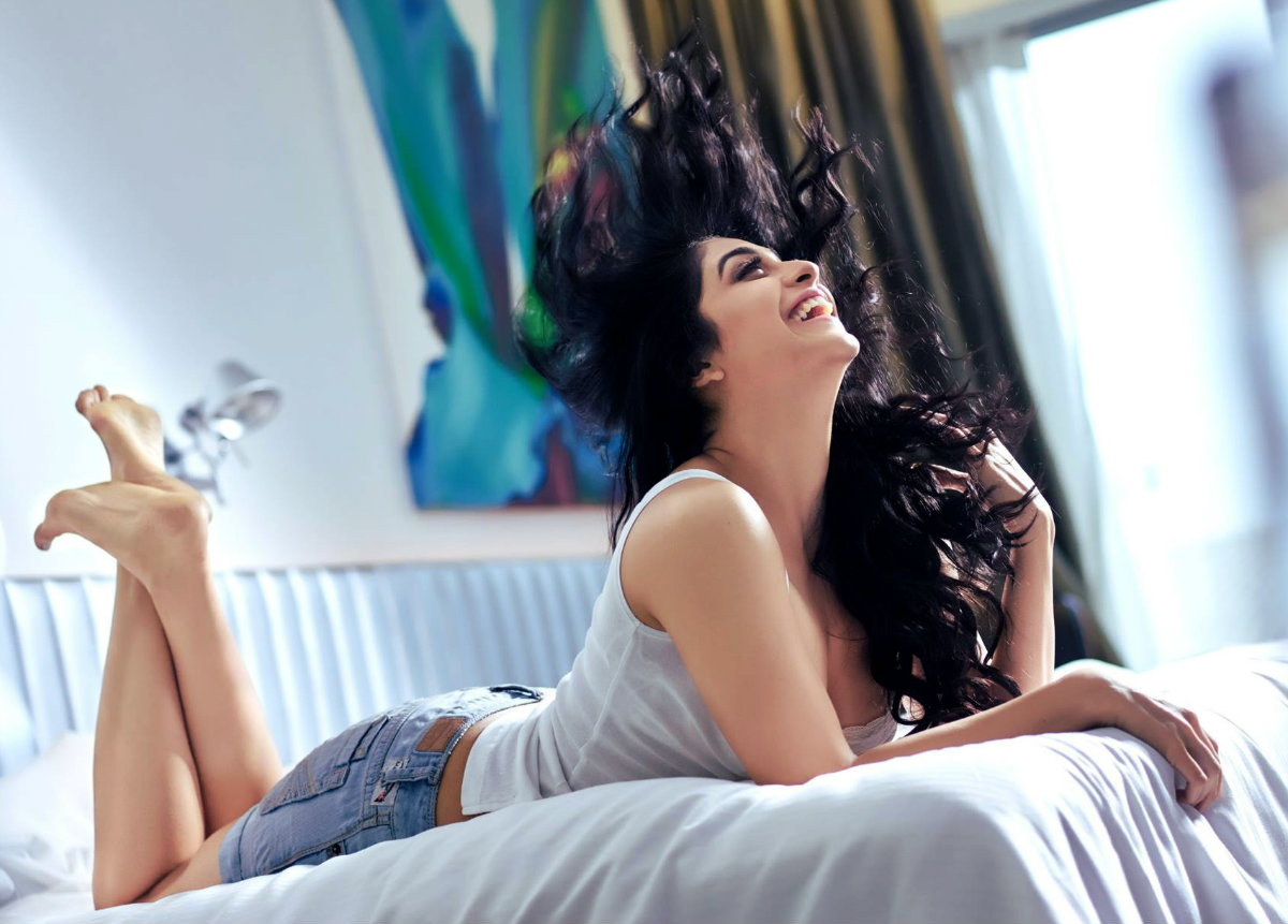 Regina cassandra bed room photoshoot south indian actress for Sexy bed photos