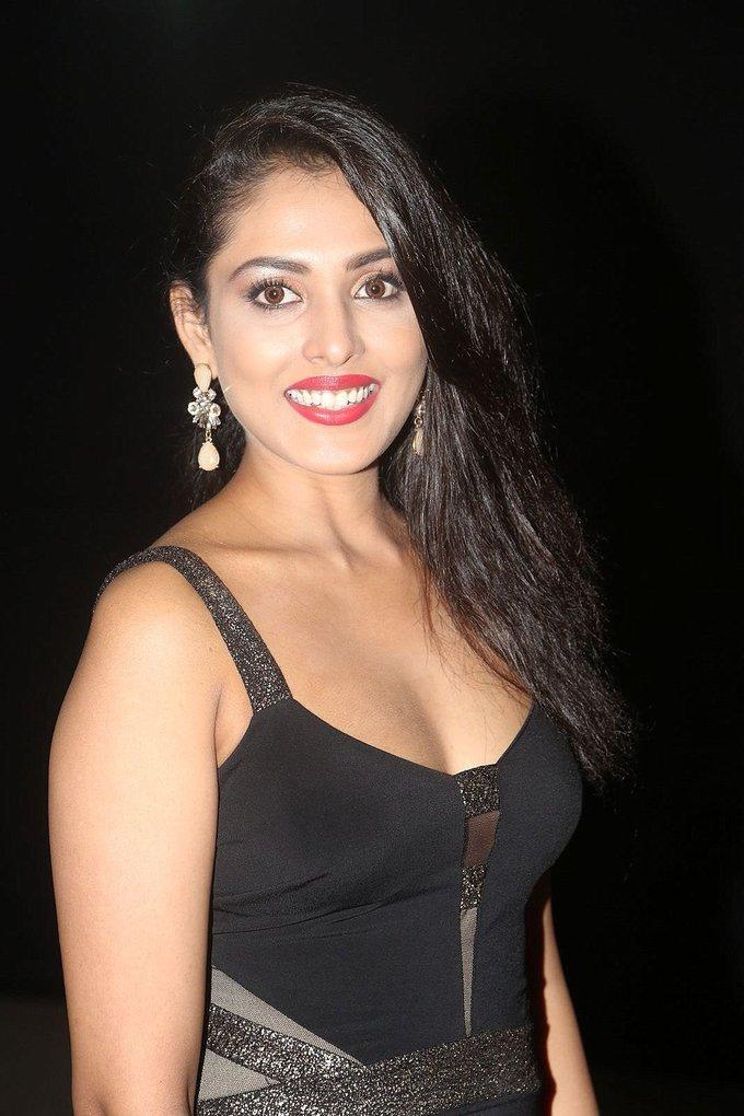 Actress Madhu Shalini at Mirchi Awards 2017 Photos Gallery