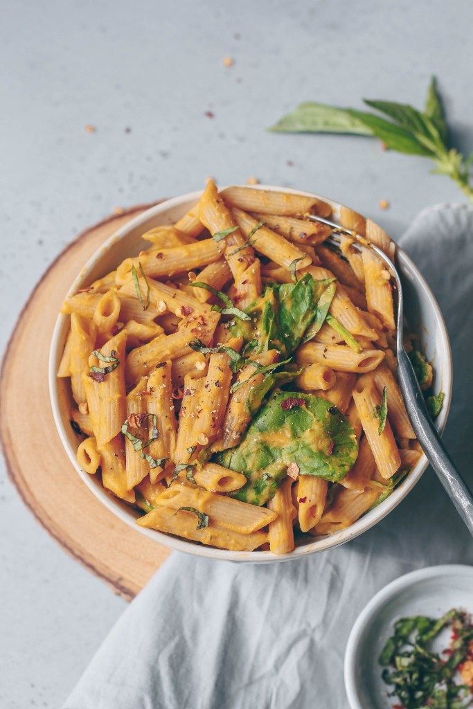 Creamy Butternut Squash & Roasted Tomato Pasta. Need more recipes? Find 25 Super Healthy Vegan Dinner Recipes for Weeknights. yummy vegan meals | vegan dinner meals | dinner ideas vegan #dinner #healthyeating #cleaneating #veganfood