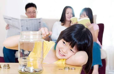 كيف تعلم طفلك الإدخار وقيمة وأهمية المال ؟